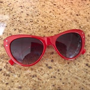 VINCE CAMUTO 2 Pairs Red/Brown Cat Eye Sunglasses